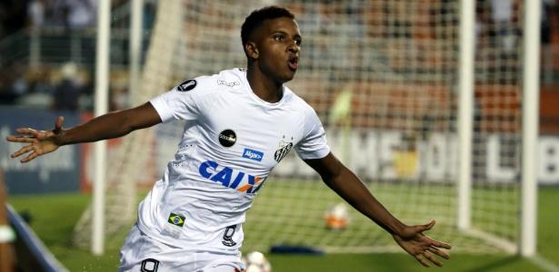 Rodrygo marcou belo gol ao driblar dois marcadores e finalizar na saída do goleiro