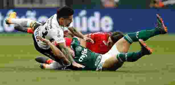 Lance faltoso em Corinthians x Palmeiras - Daniel Vorley/AGIF - Daniel Vorley/AGIF