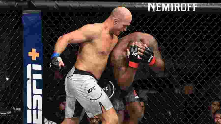 Cigano na luta contra Derrick Lewis, no UFC Wichita - Josh Hedges/Zuffa LLC/Zuffa LLC via Getty Images