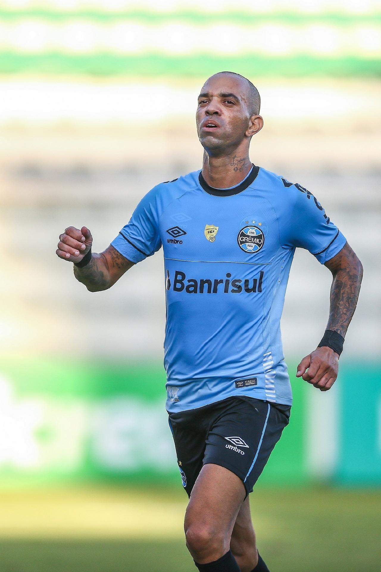 f31a553579524 Grêmio  Renato surpreende com Montoya e Tardelli como titulares do Grêmio
