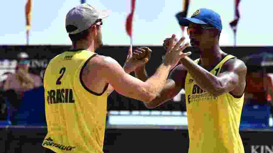 Thiago e Oscar formam a dupla do vôlei de praia masculino, que estreia amanhã (24) no Pan - CBV