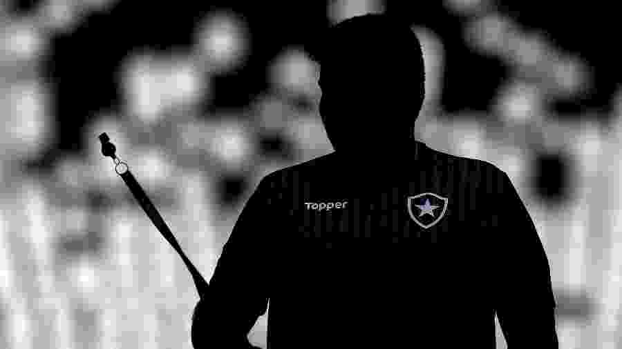 Técnico Eduardo Barroca, do Botafogo, comanda time em treino para afastar má fase - VITOR SILVA/BOTAFOGO