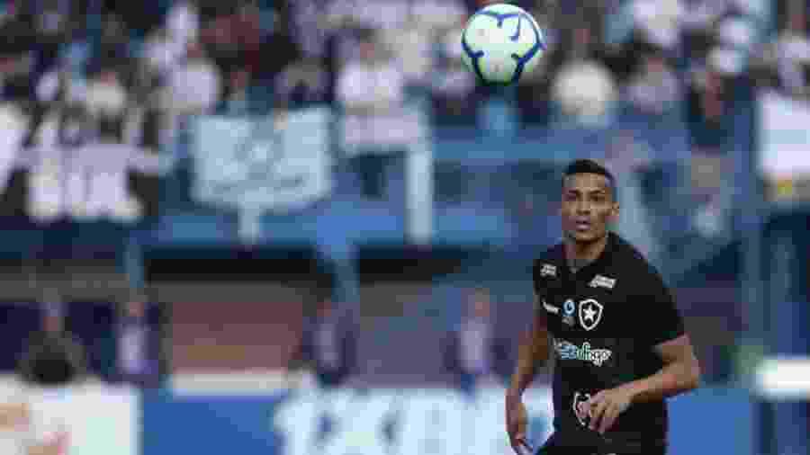 Cicero entrou em acordo para ficar no Botafogo e reduziu seu salário para nova realidade do clube - Guilherme Hahn/AGIF