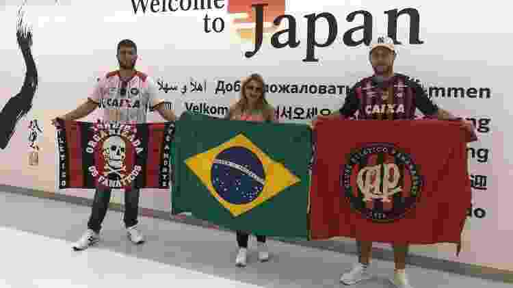 Fernando Azevedo e torcedores no Japão - Arquivo pessoal