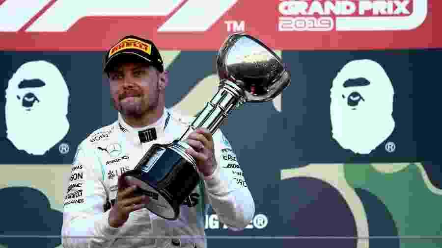 Valtteri Bottas comemora vitória (que escapou da Ferrari) no Japão - Behrouz Mehri/AFP