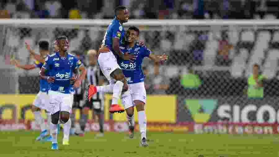 Aos 20 anos, zagueiro entrou no time e não saiu mais, mesmo com o retorno do experiente Léo - Thiago Ribeiro/AGIF