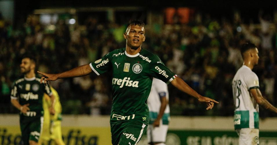 Gabriel Verón comemora gol do Palmeiras contra o Goiás