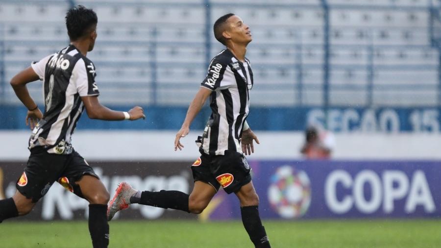 Allanzinho comemora gol marcado pelo Santos na Copinha - Pedro Ernesto Guerra Azevedo/Santos FC