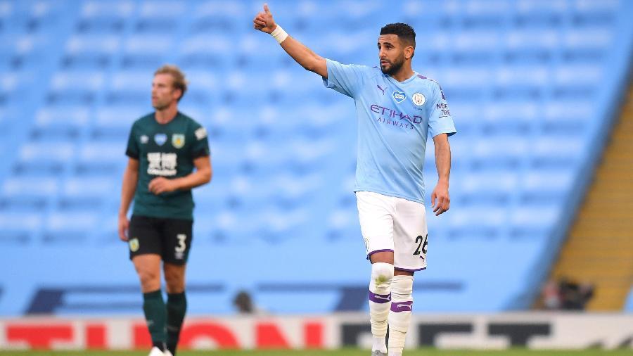 Riyad Mahrez marca dois gols para o Manchester City contra o Burnley pela Premier League - Michael Regan/Getty Images