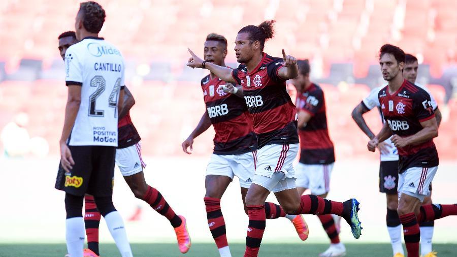 Jogadores do Flamengo comemoram gol marcado por Willian Arão contra o Corinthians, no Maracanã, no Brasileirão 2020 - Fernando Soutello/AGIF