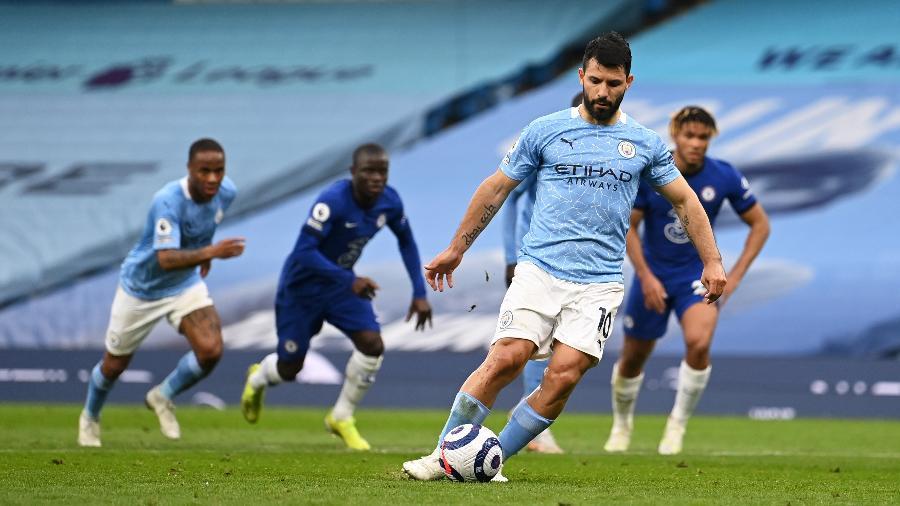 Sergio Aguero cobra e perde pênalti em Manchester City x Chelsea pelo Campeonato Inglês - Shaun Botterill/Getty Images