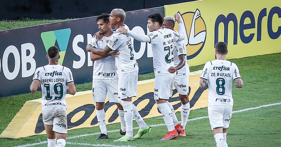 Jogadores do Palmeiras comemoram gol de Gustavo Scarpa contra o Sport