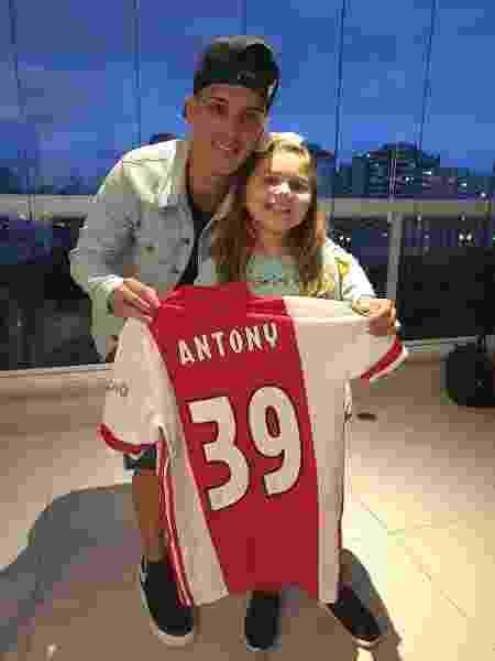 Antony, meia do Ajax e da seleção olímpica, ao lado de Larissa - Arquivo Pessoal - Arquivo Pessoal