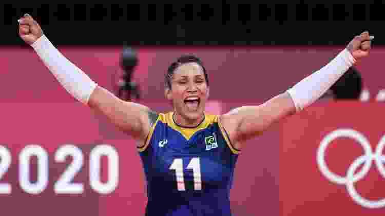 Tandara, do Brasil, comemora ponto contra a Sérvia no vôlei feminino dos Jogos Olímpicos de Tóquio - Wander Roberto/COB - Wander Roberto/COB