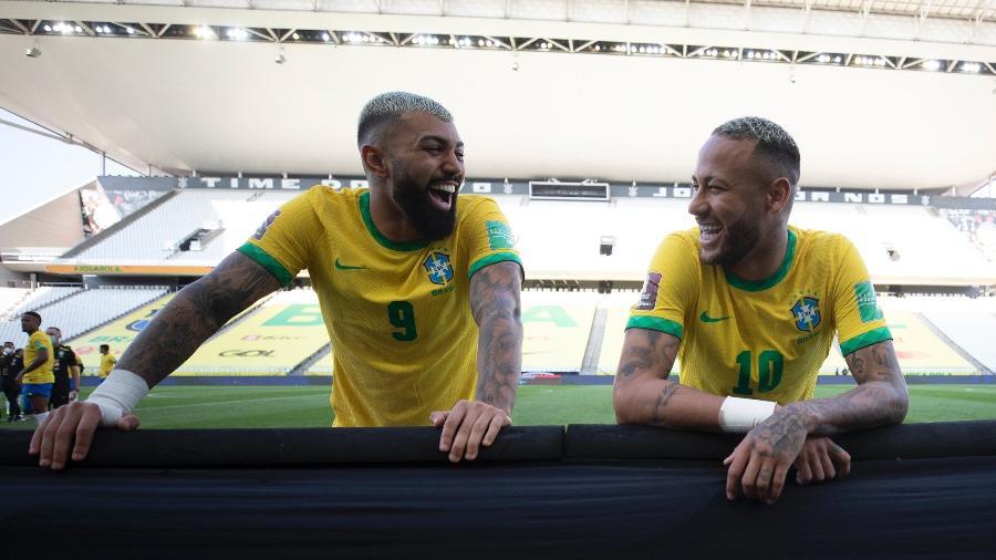 Gabigol e Neymar durante treino da seleção brasileira na Neo Química Arena após suspensão de jogo contra a Argentina - Lucas Figueiredo/CBF