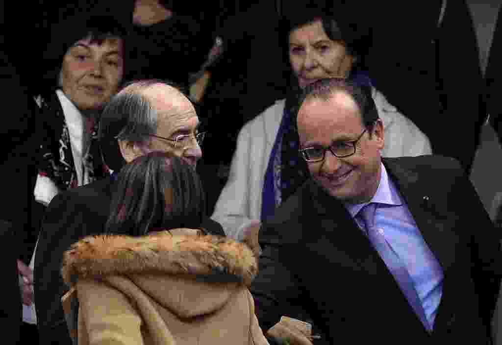 Presidente da França, Francois Hollande foi evacuado às pressas de estádio após explosões - FRANCK FIFE / AFP
