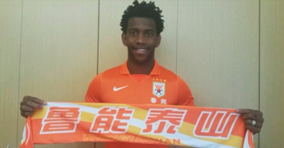 Zagueiro Gil, ex-Corinthians, se apresenta ao Shandong Luneng