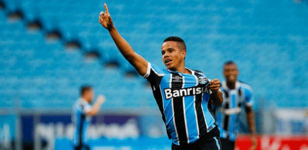 Batista (foto) deverá receber chance no Grêmio para suprir saída de Bobô