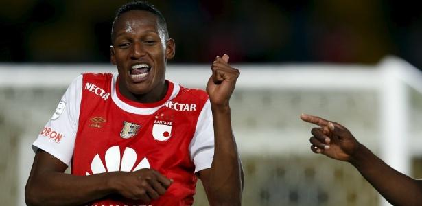 Yerry Mina comemora gol marcado pelo Santa Fé; colombiano é o 6º zagueiro palmeirense