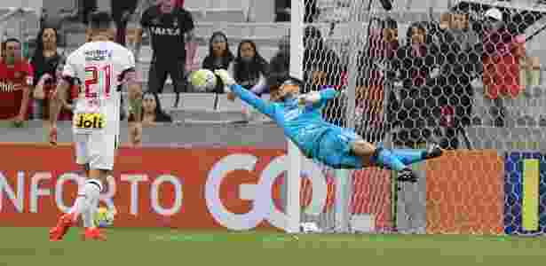 Denis faz boa defesa contra Atlético-PR - Rubenss Chiri/SPFC - Rubenss Chiri/SPFC