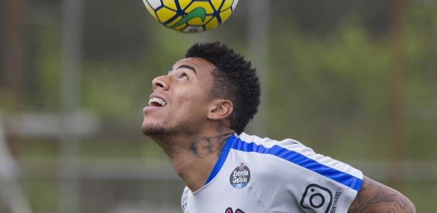 Gustavo tem três jogos em 2016 para tentar provar valor no Corinthians