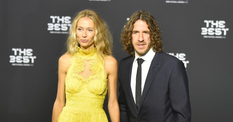 Puyol chega à cerimônia de Melhor do mundo da Fifa com sua esposa Vanessa Lorenzo