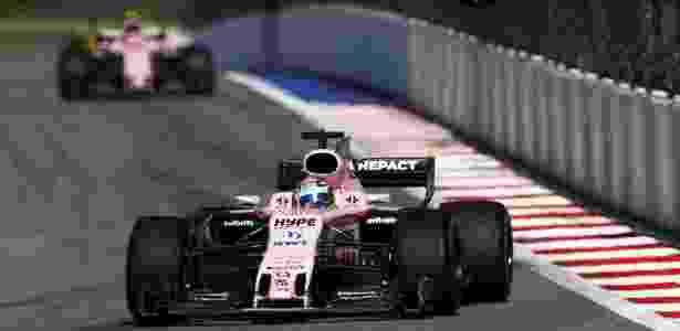 Sergio Perez, da Force India, seguido pelo companheiro Esteban Ocon - Xinhua/Rex Shutterstock/ZUMAPRESS