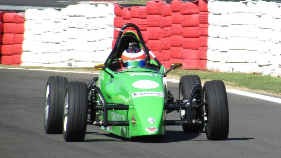 Dudu Barrichello pilota carro de fórmula pela primeira vez - Fernando Santos/Divulgação FVee