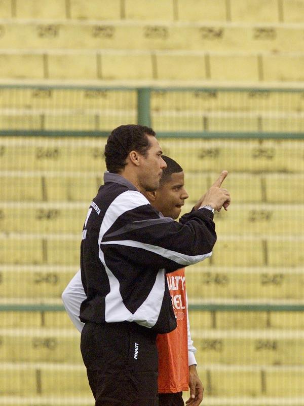 Vanderlei Luxemburgo conversa com Marcelinho Carioca durante treino do Corinthians em 1998