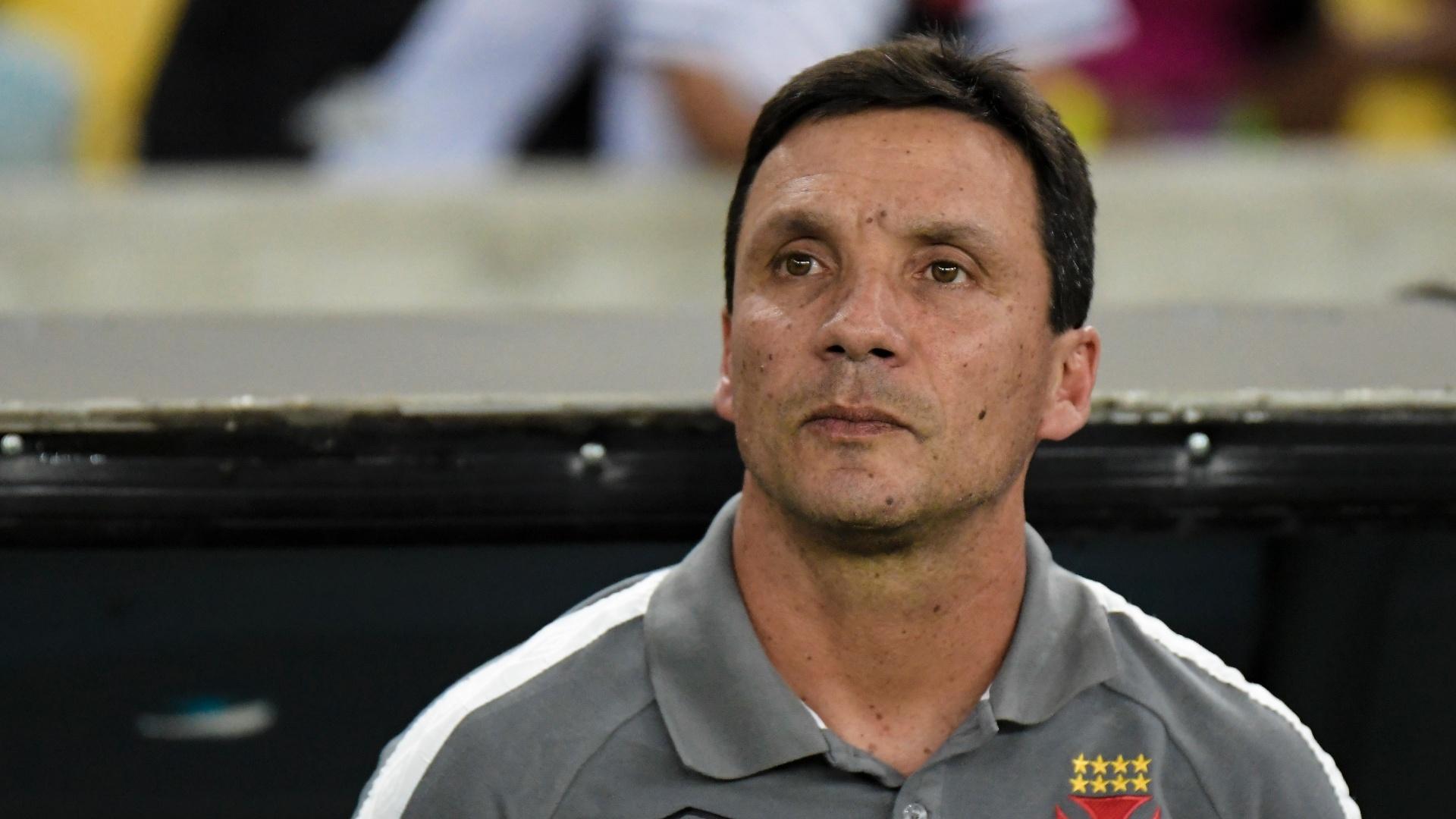 O técnico Zé Ricardo comanda o Vasco contra o Botafogo