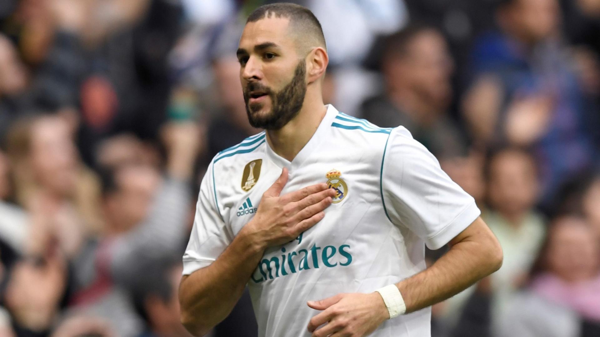 Benzema comemora o primeiro gol do Real Madrid sobre o Málaga