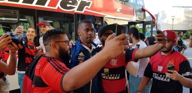 Torcida do Fla fez festa para o time em Buenos Aires, mas comprou poucos ingressos