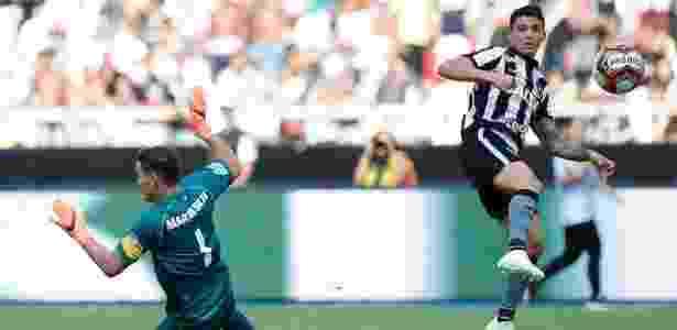 Vasco vence Botafogo com gol no último minuto e abre vantagem na ... da064f1e3ec45