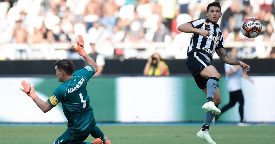 Renatinho abre o placar para o Botafogo contra o Vasco na final do Campeonato Carioca