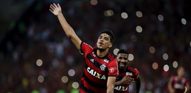 Paquetá comemora após marcar pelo Flamengo contra o Internacional
