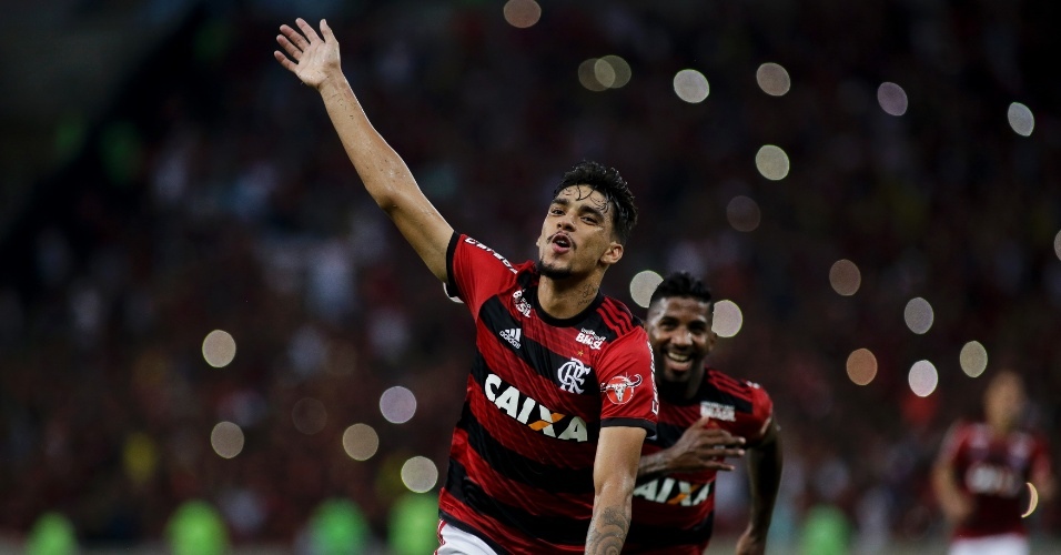 Lucas Paquetá comemora gol do Flamengo contra o Internacional pelo Campeonato Brasileiro