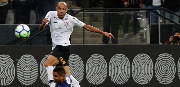 Roger será titular na partida contra o Colo-Colo - Daniel Vorley/AGIF