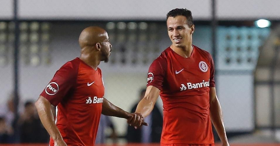 Leandro Damião comemora primeiro gol do Internacional sobre o Santos
