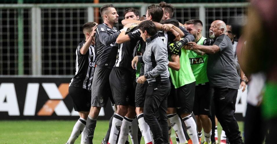 Jogadores do Atlético-MG comemoram gol marcado contra o Atlético-PR 0532f7e66684c