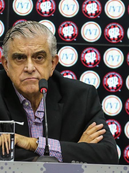 Mário Celso Petraglia em entrevista coletiva no Atlético-PR - Geraldo Bubniak/AGB/Folhapress
