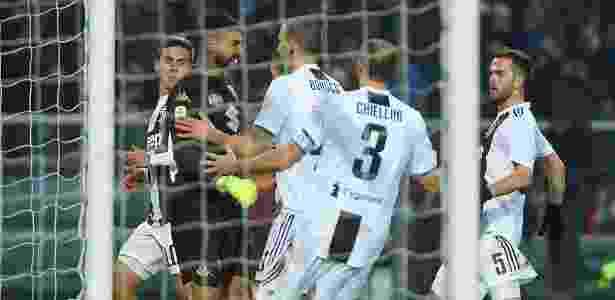 Cristiano Ronaldo provocou o goleiro do Torino após marcar gol pela Juventus - REUTERS/Massimo Pinca
