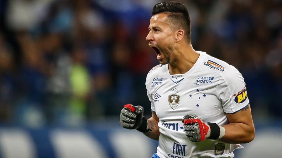 Goleiro Fábio, do Cruzeiro, recordista de jogos sem levar gol nos pontos corridos - Thomas Santos/AGIF