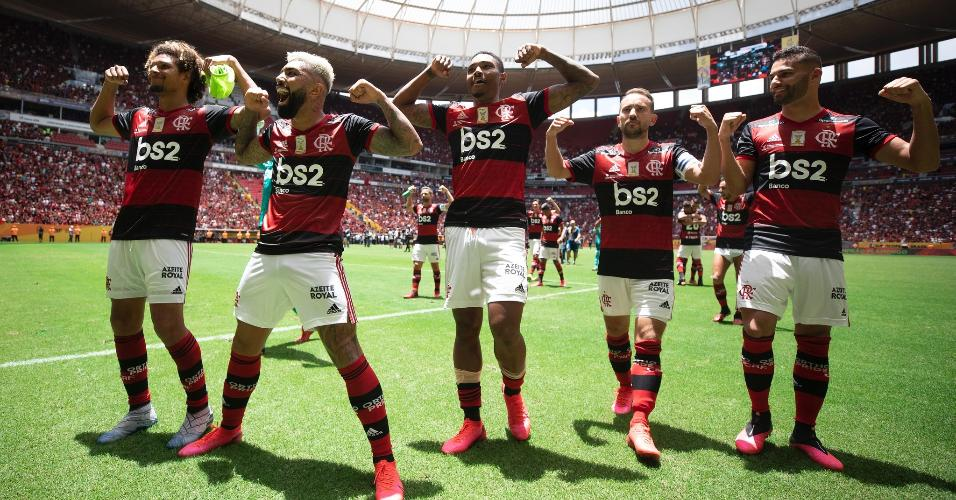 Jogadores do Flamengo revidam provocação do Athletico com gesto de Gabigol