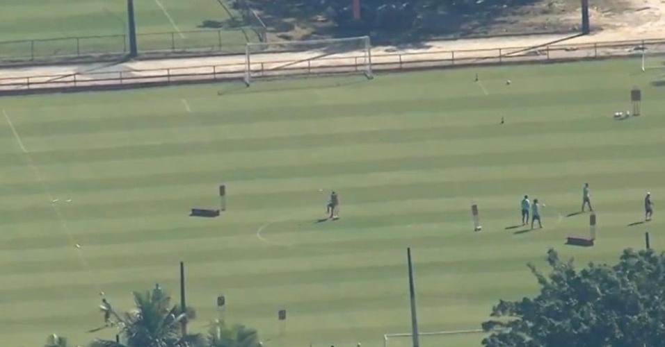 Flamengo treina sem distanciamento social adequado