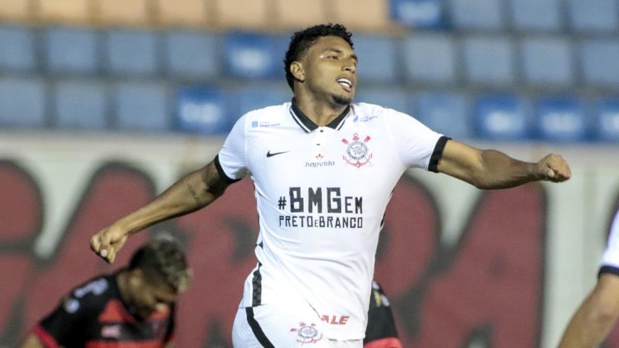 Éderson comemora gol do Corinthians contra o Oeste - Rodrigo Coca