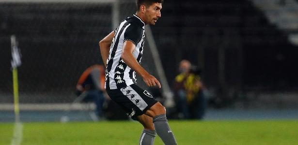 Botafogo resolve problema na lateral com contratações e apostas de Autuori
