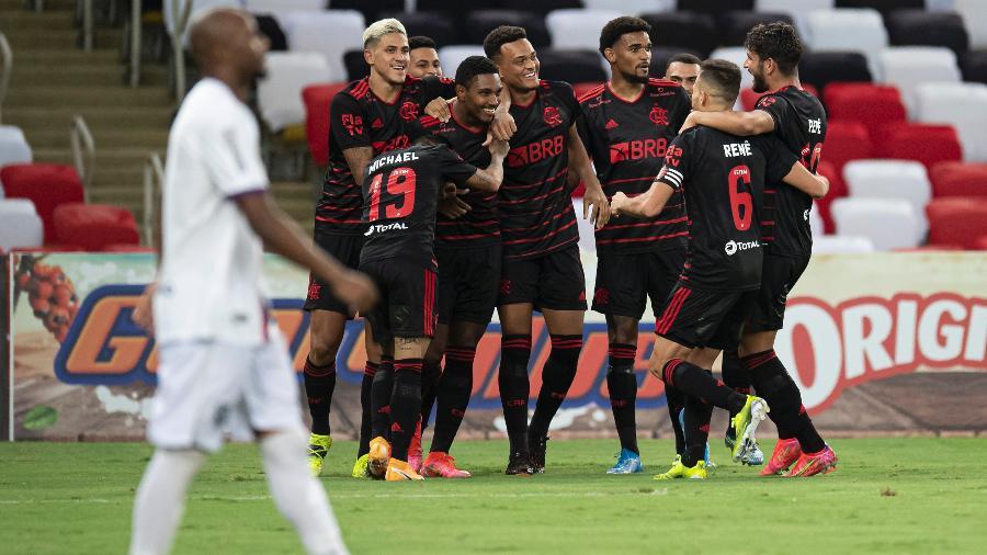 Jogadores do Flamengo comemoram gol contra o Resende, pelo Campeonato Carioca - Jorge Rodrigues/AGIF