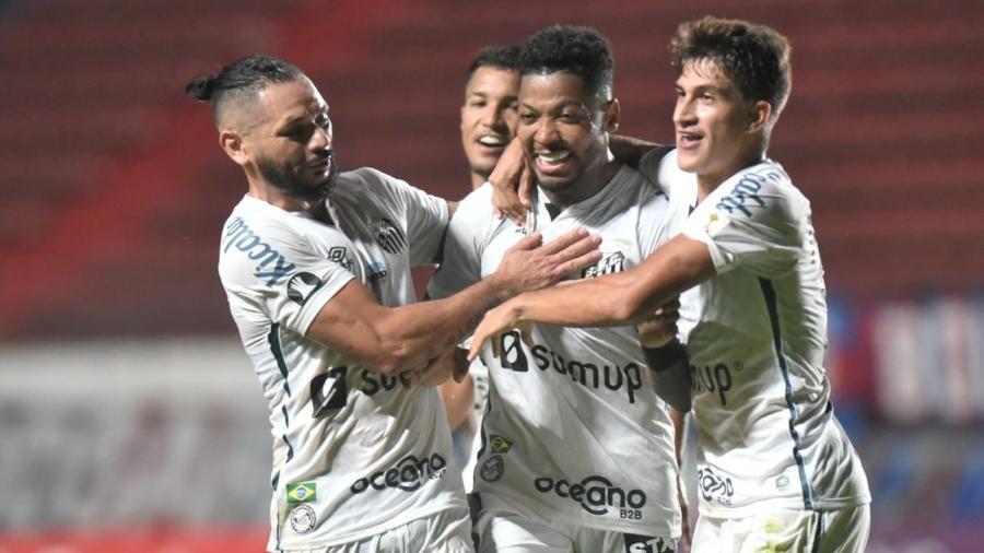 Marinho comemora o segundo gol do Santos na partida contra o San Lorenzo, pela Libertadores - Divulgação/Santos FC