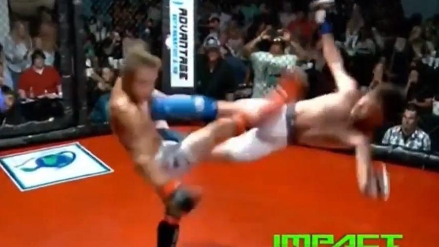 Deante Brown conseguiu uma voadora em 360 graus em luta do MMA amador nos EUA - Reprodução