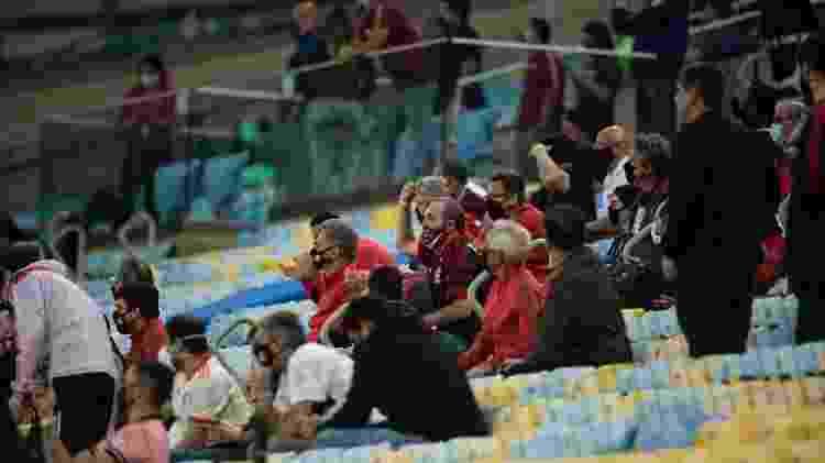 Torcedores convidados do Flamengo na arquibanca do Maracanã - Jorge Rodrigues/AGIF - Jorge Rodrigues/AGIF